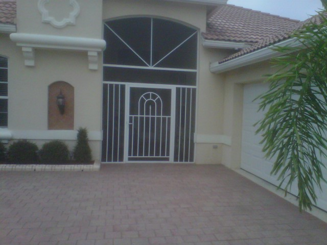 Screened Front Entry with Pickets